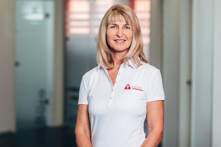 Zahnarzt Dr. Susanne Niepmann, Prien, Ganzheitliche Zahnmedizin, Applied Kinesiolgy, Diagnostische Muskeltests