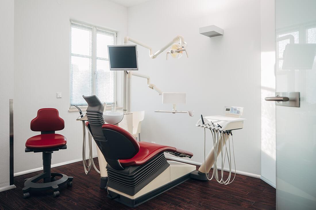 Zahnarzt-Prien-Niepmann-Praxis-Behandlungszimmer